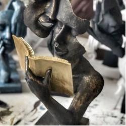 Kitap Okuyan Çift Heykeli / Biblo